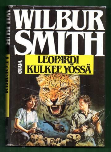 Leopardi kulkee yössä